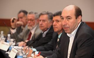 Fernando Merino (en el centro) junto a representantes de Argentina, Brasil, Costa Rica y el Presidente de IBAPE Frederico Correia